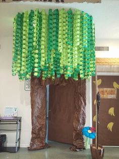 Úgy gondoljuk, tetszenének neked ezek a pinek - Classroom Tree, Jungle Theme Classroom, Classroom Decor, Preschool Classroom, Jungle Bulletin Boards, Jungle Decorations, School Decorations, Rainforest Theme, Rainforest Classroom