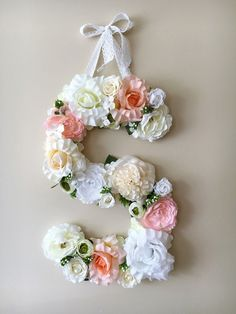 Our bestseller model!  This listing is for custom flower letter in vintage pale pink, white and beige supplemented with green leaves, 45 cm/17.8 height. (please contact me if you would like a smaller 35cm/13.8 letter or any other colors).  A perfect decor for your dream interior - will freshen up any type of room - nursery, bedroom, childrens room, or can be used as a beautiful accent for a birthday party or wedding. Awesome gift idea to a baby shower!  Letter is made with high quality…