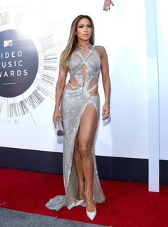 My all time favorite JLO look! MTV VMAs Jennifer Lopez in a Charbel Zoe gown, Jimmy Choo shoes, Thalé Blanc clutch, Neil Lane diamond and platinum stud earrings, and five Neil Lane diamond and platinum rings. Sexy Dresses, Beautiful Dresses, Nice Dresses, Beautiful Legs, Robes Glamour, Silver Dress, Silver Sequin, Red Carpet Looks, Red Carpet Fashion