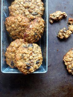 Havrecookies med rosiner Brownie Cookies, Parmesan, Raisin, Muffin, Food And Drink, Chips, Sweets, Snacks, Chocolate