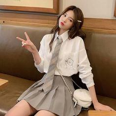 Korean Girl Fashion, Ulzzang Fashion, Kpop Fashion Outfits, Asian Fashion, Girl Outfits, Korean Outfits School, School Uniform Outfits, Cute School Uniforms, Kawaii Fashion