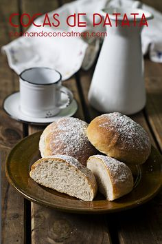 Potato buns, try this special bun and enjoy. (in Spanish with translator on side bar) Pan Bread, Bread Baking, My Recipes, Baking Recipes, Roast Suckling Pig, Spicy Sausage, The Dish, Coco, Dishes