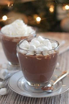 Nutella Hot Chocolate ~ Quick and Easy Hazelnut Flavored Nutella Hot Chocolate! Perfect to Warm up with on Chilly Winter Days! ~ http://www.julieseatsandtreats.com