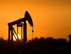Oil derrick Bakersfield, CA.