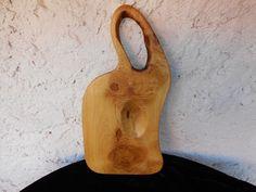 SERVÍROVACÍ+PRKÉNKO+Z+AKÁTU+8.Servírovací+prkénko+atipického-rustikálního+tvaru.Vyrobeno+ze+dřeva+akátu.Prkénko+je+napuštěno+olivovým+olejem,aby+vynikla+kresba+a+zároven+konzervuje+dřevo.+Vhodné+na+servírování+sýru+a+jiných+dobrot.prkénko+je+vyrobeno+z+tvrdého+akátového+dřeva+žluté+barvy+až+do+zlatova,s+krásnou+kresbou+tzv.oček.Prkénko+má+místy+zarostlou...