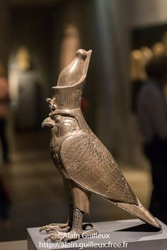 Horus faucon, 27e dynastie. Argent et électrum.