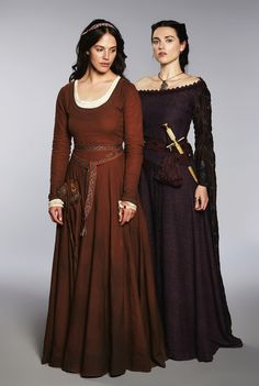 Jessica Brown Findlay & Katie McGrath in Labyrinth. It's Lady Sybil and Morgana! Medieval Fashion, Medieval Clothing, Historical Clothing, Gypsy Clothing, Historical Romance, Historical Photos, Jessica Brown Findlay, Moda Medieval, Medieval Costume
