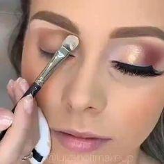 Makeup Shop, Glam Makeup, Insta Makeup, Makeup Tips, Beauty Makeup, Eye Makeup, Makeup Studio Decor, Makeup Tutorial Foundation, Lip Swatches