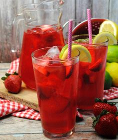 This Southern Strawberry Sweet Tea is made with real strawberries and its sure to be an instant HIT in your house! I have made it 3 times this week already! Its pretty simple too! Fruit Drinks, Non Alcoholic Drinks, Cold Drinks, Diet Drinks, Healthy Drinks, Refreshing Drinks, Summer Drinks, Vegan Coffee Creamer, Cocktails