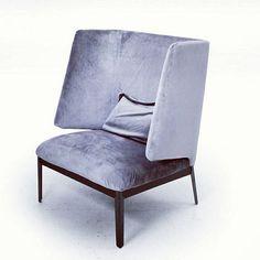 Poltrona Hug designer Clesson - Koivisto - Rune produttore Arflex - Italia anno 2013 colore Grigio in tessuto originale.  #design #vintage #vintagedesign #2013 #modernism #spazio900 #spazio900design #furniture #modernariato #wood #armchairs #amrchair #madeinitaly #artflex  http://ift.tt/1G8FLbs