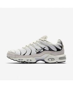 buy online 294f3 eef78 Shop men s shoes   trainers at sneakershut. Discover our range of men s nike  air max, lifestyle traienrs and shoes.