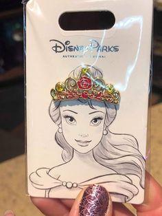 Stunning Disney Princess Tiara Pins Sparkle With Style - Stunning Disney Princess Tiara Pins Sparkle With Style Vous êtes à la bonne adresse pour diy face - Walt Disney, Disney Cute, Disney Ears, Disney Style, Disney Magic, Disney Pixar, Lego Mecha, Little Mermaid Gifts, Princess Tiara