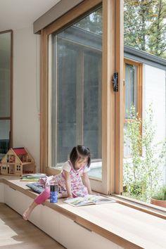 Diy Home Decor, Room Decor, Window Benches, Balcony Window, Balcony Railing, Modern Window Seat, Window Seat Cushions, Open Window, Windows And Doors
