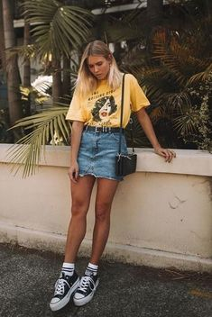 38 ideas of festival looks for Lollapalooza 2019 - Bruna Coletti 38 ideias de looks de festival para o Lollapalooza 2019 38 ideas of looks Lollapalooza 2019 Brazil to inspire ♥. Street Style Outfits, Street Style Trends, Mode Outfits, Casual Outfits, Fashion Outfits, Denim Outfits, Jean Skirt Outfits, Jean Skirts, Trendy Fashion