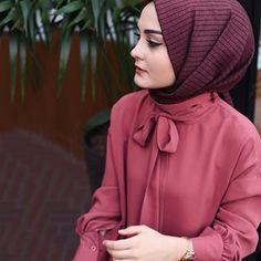 hijab abaya Image may contain: 1 person, closeup. Modest Fashion Hijab, Abaya Fashion, Muslim Fashion, Fashion Dresses, Hijab Chic, Hijabi Girl, Girl Hijab, Hijab Outfit, Muslim Girls