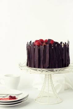 Quick Cake with chocolate mousse Chocolate Lovers, Chocolate Desserts, Cake Chocolate, Beautiful Desserts, Beautiful Cakes, Food Cakes, Cupcake Cakes, Sweet Recipes, Cake Recipes
