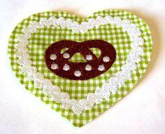 ♥ gr. Applikation ♥ Herz-Brezel-Oktoberfest♥   zum Aufbügeln    Baumwolle& Stickgarn  mit Vliesofix hinterlegt somit einfach aufbügeln.     Dennoch si