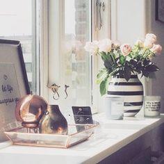 #Kähler #VaseOmaggio - die klassische Größe !  Die Omaggio-Serie ist bereits ein moderner Design-Klassiker. Als Hommage an Kähler und die Anforderungen der Keramik an Form und Präzision haben die zwei Designerinnen, Ditte Reckweg und Jelena Schou Nordentoft, die klassischen Streifen nun neu interpretiert. Sie entwarfen die Omaggio-Vase und schufen mit breiten Pinselstrichen und einer modernen Form ein Objekt, das den Trend der Zeit spiegelt. #Kontor1710