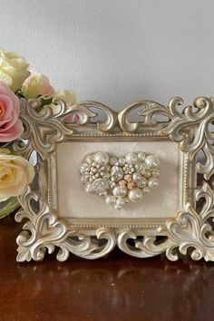 Heart Jewelry, Jewelry Art, Jewellery, Jewelry Frames, Vintage Jewelry Crafts, Grandmother Gifts, Mothers Day Crafts, Button Crafts, Valentines Diy