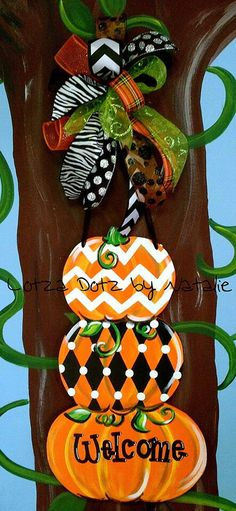 38 new ideas wooden door hangers halloween Fall Crafts, Halloween Crafts, Holiday Crafts, Diy Crafts, Halloween Costumes, Halloween Door Hangers, Fall Door Hangers, Initial Door Hanger, Pumpkin Door Hanger