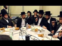 Shira Choir is a group of world renowned singers who perform traditional Jewish music. This video of them singing at a Bar Mitzvah is going viral right now and it's not hard to hear why. Their intricate and energetic harmonies will blow your mind. Jewish Music, Church Music, Funny Sites, Cristiano, Bar Mitzvah, News Songs, Best Funny Pictures, Motto, Singing