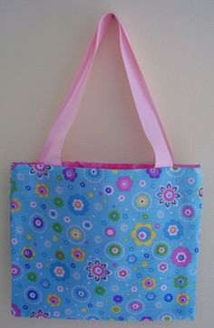 Fat Quarter Bag {Tutorial} The sewer was putting these in Operation Christmas Child shoeboxes.  What a cool idea!  I'll bet those girls don't get  things like this often!