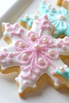 beautiful snowflakes cookies