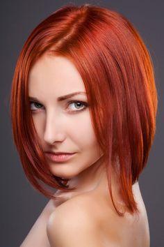 Bildergalerie für freche, coole Bob Frisuren: A-Line Bob hinten kurz, vorne lang für feine Haare - Im Nacken sind die Haare deutlich kürzer, wovon Frauen mit dünnen Haaren profitieren ...