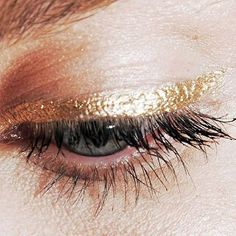 Currently crushing gold eyeliner! We've tested a range of brands in our office - our favourites being the @maccosmetics range (easy to apply and stay on like a dream) and the @chanel eyeliners (incredible sparkle and beautiful texture). | Image: Studded H