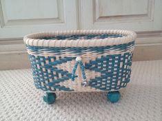 Plant Basket, Bamboo Basket, Rattan Basket, Weaving Art, Weaving Patterns, Hand Weaving, Baskets On Wall, Storage Baskets, Newspaper Basket
