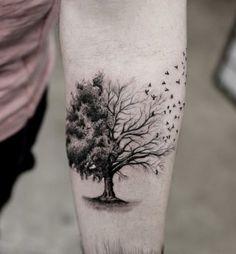 Der Sinn des Lebens.  Wie bereits erwähnt, symbolisiert der Baum die bittere Wirklichkeit der Sterblichkeit, und das ist, was in diesem Tattoo dargestellt wird.