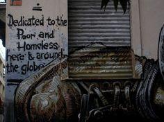 Δύο ποιήματα του Ντέμη Κωνσταντινίδη (Μη κερδοσκοπικό, Οι ράχες των μπροστινών)