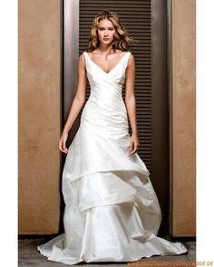 Neue Brautmode aus Taft mit Schleppe