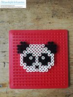 Modèle panda en perles à repasser Hama Tuto panda en perles à repasser Hama Petitpandafaitdelapeinture.fr Perler Bead Designs, Perler Bead Pokemon Patterns, Hama Beads Design, Diy Perler Beads, Perler Bead Art, Plastic Fou, Pearl Beads Pattern, Art Perle, Motifs Perler