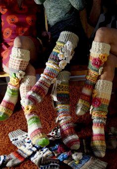 Hei ! Tervetuloa blogiini! Esittelen täällä lähinnä korttejani, neuleitani ja joskus jotain muutakin elämääni liittyvää ! Knit Crochet, Crochet Hats, Knit Leg Warmers, Boot Cuffs, Socks, Knitting, Clothes, Scarfs, Slippers