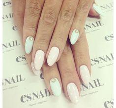 Pretty oval nails!