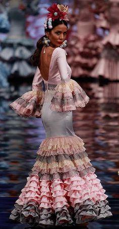 Fashion Photo, Fashion Art, Boho Fashion, Womens Fashion, Flamenco Dancers, Flamenco Dresses, Flamingo Dress, Spanish Dancer, African Fashion Ankara