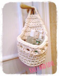 make a nice loo roll holder! Bandeau Crochet, Crochet Towel, Diy Crochet, Crochet Crafts, Crochet Projects, Diy Projects, Knitting Patterns, Crochet Patterns, Knit Basket
