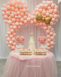 Beautiful and dainty styling! Minnie Mouse Rosa, Minnie Mouse Balloons, Minnie Mouse Theme Party, Minnie Mouse Decorations, Birthday Balloon Decorations, Mouse Parties, Barbie Birthday Party, 1st Birthday Girls, Birthday Parties