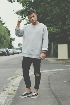 Vans Shoes, Zara Jeans, H&M Sweater has a crew neckline style, and is baggy to emphasize the hip look. Men Looks, Mode Man, Look 2015, Cooler Look, Moda Casual, Zara Jeans, Inspiration Mode, Urban Fashion, Street Fashion Men