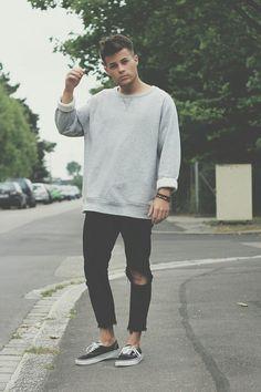Sweater riped jeans | Raddest Looks On The Internet http://www.raddestlooks.net