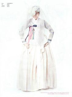 Bridal 한복 Hanbok / Traditional Korean dress / Design by Hanbok Lynn Korean Traditional Dress, Traditional Fashion, Traditional Dresses, Korea Fashion, Asian Fashion, Fashion Photo, Women's Fashion, Korea Dress, Dress Outfits