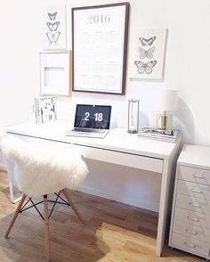 My place to be these days! (that actually never looks like this ) Happy Thursday! ❤️ #interior #home #workplace