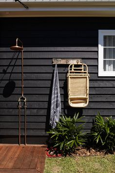 Some great outdoor shower ideas – beach house inspiration! Some great outdoor shower ideas – beach house inspiration! Outdoor Baths, Outdoor Bathrooms, Outdoor Showers, Beach Shower, Diy Shower, Shower Ideas, Outdoor Spaces, Outdoor Living, Surf House
