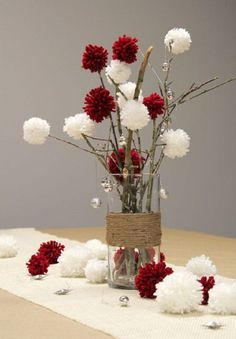 decoration table noel vase branchage pompons en laine