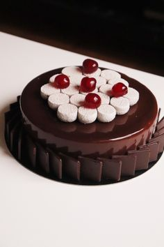 Discover recipes, home ideas, style inspiration and other ideas to try. Traditional Black Forest Cake Recipe, Easy Cake Recipes, Dessert Recipes, Patisserie Fine, Elegant Desserts, Number Cakes, Watermelon Recipes, Pastry Recipes, Something Sweet