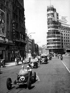 Gran Via, Madrid, 1962 Old Pictures, Old Photos, Foto Madrid, Spain Images, Madrid Barcelona, World Cities, Historical Photos, Places To Travel, Street View