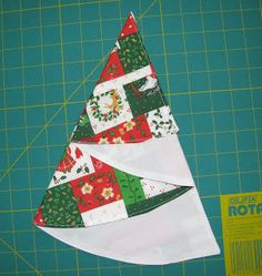 Louisa Quilts: Instructions for Christmas tree table napkin Christmas Tree On Table, Fabric Christmas Trees, How To Make Christmas Tree, Christmas Napkins, Easy Christmas Crafts, Christmas Makes, Christmas Projects, Simple Christmas, Christmas Ornaments