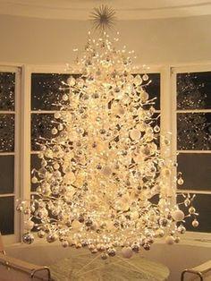 Decoración de Arboles de Navidad en Blanco y Plata 14