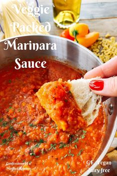 A classic red sauce gets a healthy make over with this Veggie Packed Marinara - Confessions of A Mother Runner Recipes - Vegetarian Recipes, Healthy Recipes, Vegetarian Dinners, Runners Food, Homemade Marinara, Homemade Pasta, Red Sauce, Marinara Sauce, Meatless Monday
